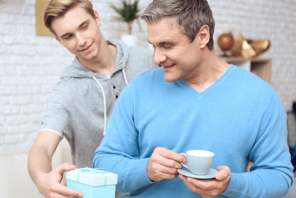 Far der får en gave af sin søn
